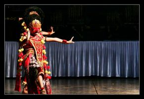 mask dance by indonesia