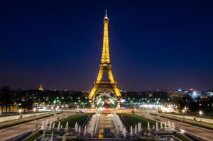 Eiffel Tower by DamianMekal