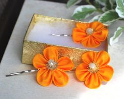 Kanzashi. Cadmium Yellow Bobby Pin by hanatsukuri