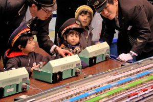 Kids Playing Train in Shinjuku by nikonforever