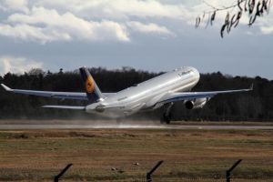 Airbus A330-343 by PlaneSpotterJanB