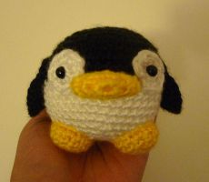 Crochet Chubby Penguin by katrivsor