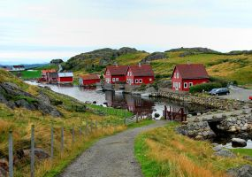 A peaceful little harbour in Norway by Esperimenti