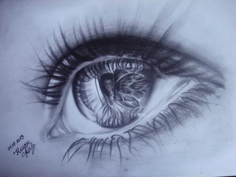 Realistic eye drawing with pencil by Huyen-Linh
