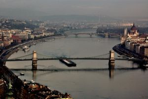 morning in Budapest by torobala