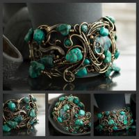 wire bracelet with turquoise by DARiyaKUTEPOVA