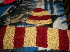 Red Gold hat and scarf by SilviaDraco013