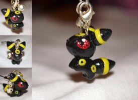Umbreon Charm by LauraKitazawa
