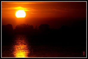 Chascomus lagoon at Dusk by tgrq