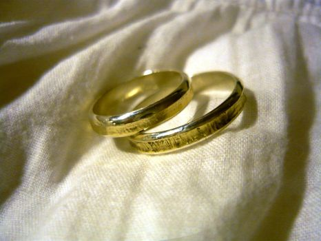 My wedding rings- silver and gold by DracoSmok