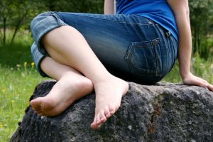 Present her feet by foot-portrait