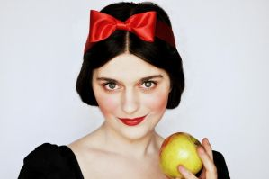 Snow White makeup transformation 2 (with tutorial) by L-Justine