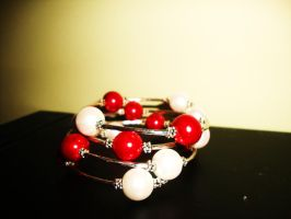 Red and white bracelet by Laura-in-china