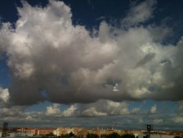Madrid Clouds by mottomoyoi
