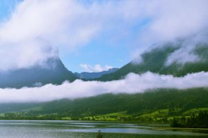 Cloudy mountains by AndreeaAtena