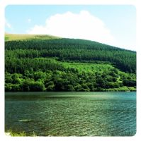 Tal-y-bont reservoir by Thomnommonster