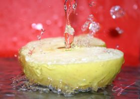 Apple Splash by Bmouat