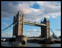 Tower Bridge by Neryn