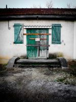 closed... by iangrahamimages