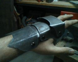 gauntlet with out fingers by Rilik