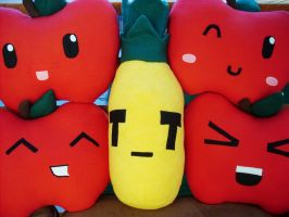 4 Apples + an Angry Pineapple by jloli