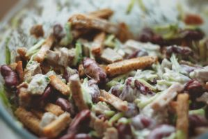 Salad with meat, beans and crackers by Teyvilin