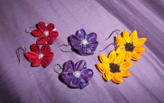 Mini Kanzashi Earrings by squeejie