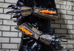 Vulture gauntlets by TwoHornsUnited