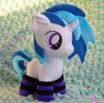 Cute Vinyl Scratch /w lined socks by PinkuArt