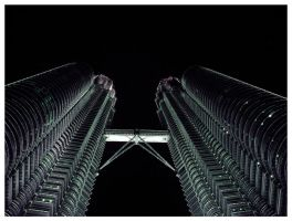 Petronas Towers by biskui