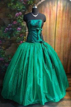 Lady In Green by girliee159