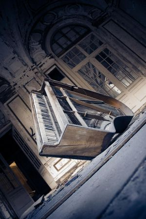 http://th01.deviantart.net/fs33/300W/i/2008/237/6/9/Lee__s_Piano_by_Gothicide.jpg