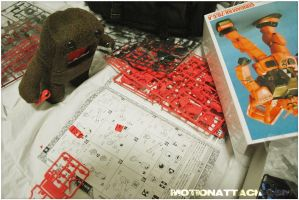 Domo stars building a Gundam by motion-attack