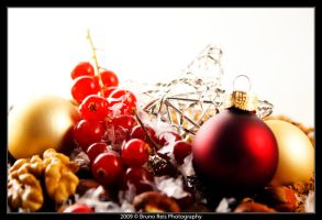 Christmas fruits by tolecnaL