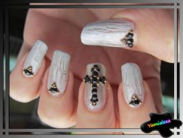Gothic Christmas Nailart by Yamialexa
