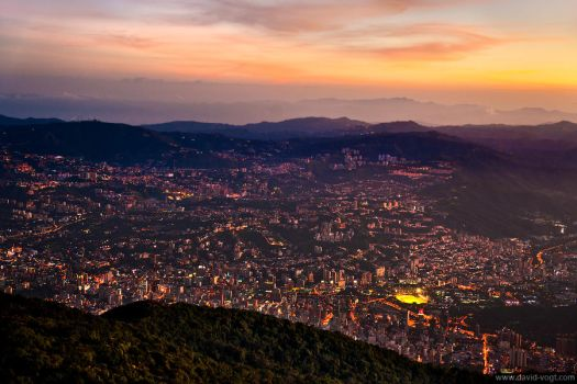 Caracas at Dusk by DavidVogt