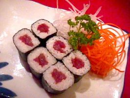 Tuna roll by sushi-counter