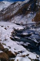 the river in winter by Eilesselas
