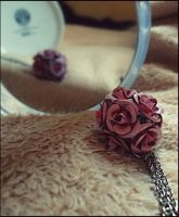 Flower necklace by IchsammleSteine