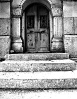 The Door. Black and White by XxLonerEyesxX