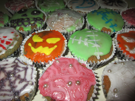 Halloween Cupcakes by XXAnemia