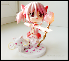 Madoka and Kyubey(figures) by BloomTH