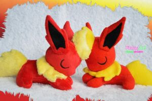 Sleepy Flareon plush by PinkuArt
