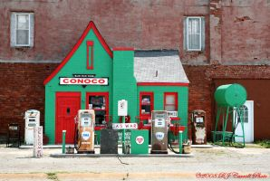 Conoco, Commerce, OK by rjcarroll