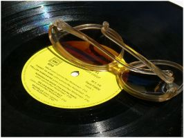 VINYLES . LUNETTES. by Striped-Rainbow
