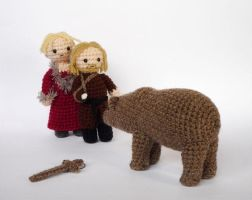 The bear and the maiden fair by LunasCrafts