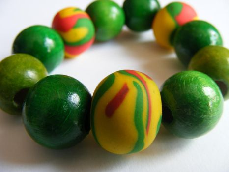 Green clay and wood bracelet by Flos-Caeli