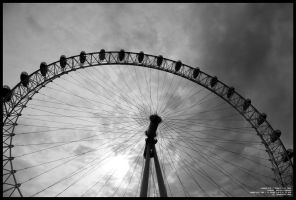 London Eye, Black and White by sicmentale