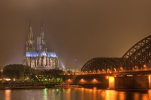 Cologne by fotomanisch