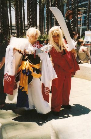 http://th01.deviantart.net/fs10/300W/i/2006/080/3/a/Inuyasha_and_Sesshomaru_by_TatselVow.jpg